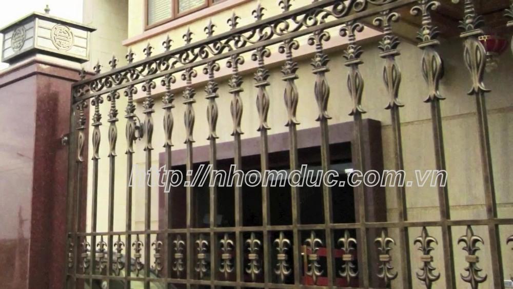 Mẫu Hàng Rào Hợp Kim Nhôm Đúc Phù Hợp Cho Biệt Thự Hiện Đại