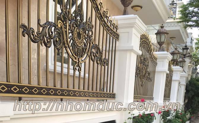 Báo giá loại hàng rào theo các mẫu loại này và các mẫu tương tự giá từ 4,300,000VNĐ/m đến 5,000,000VNĐ/m