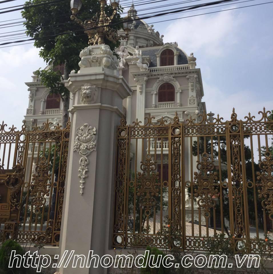 Mẫu thiết kế cổng tường rào đẹp cổ điển