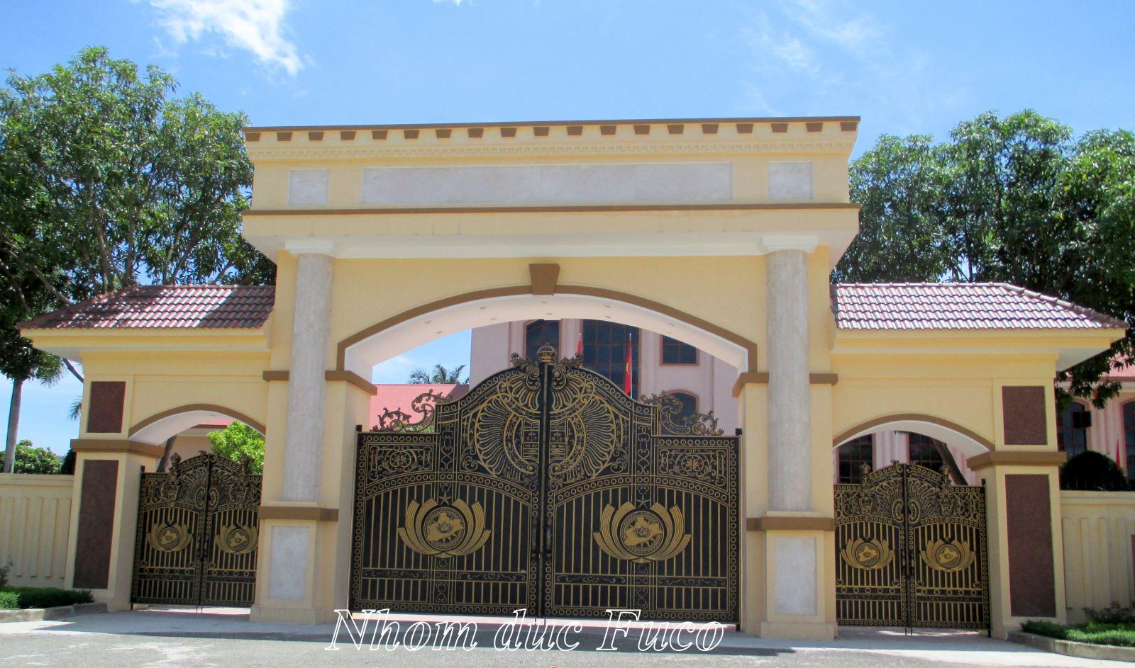 sản xuất lắp đặt cổng nhôm đúc biệt thự