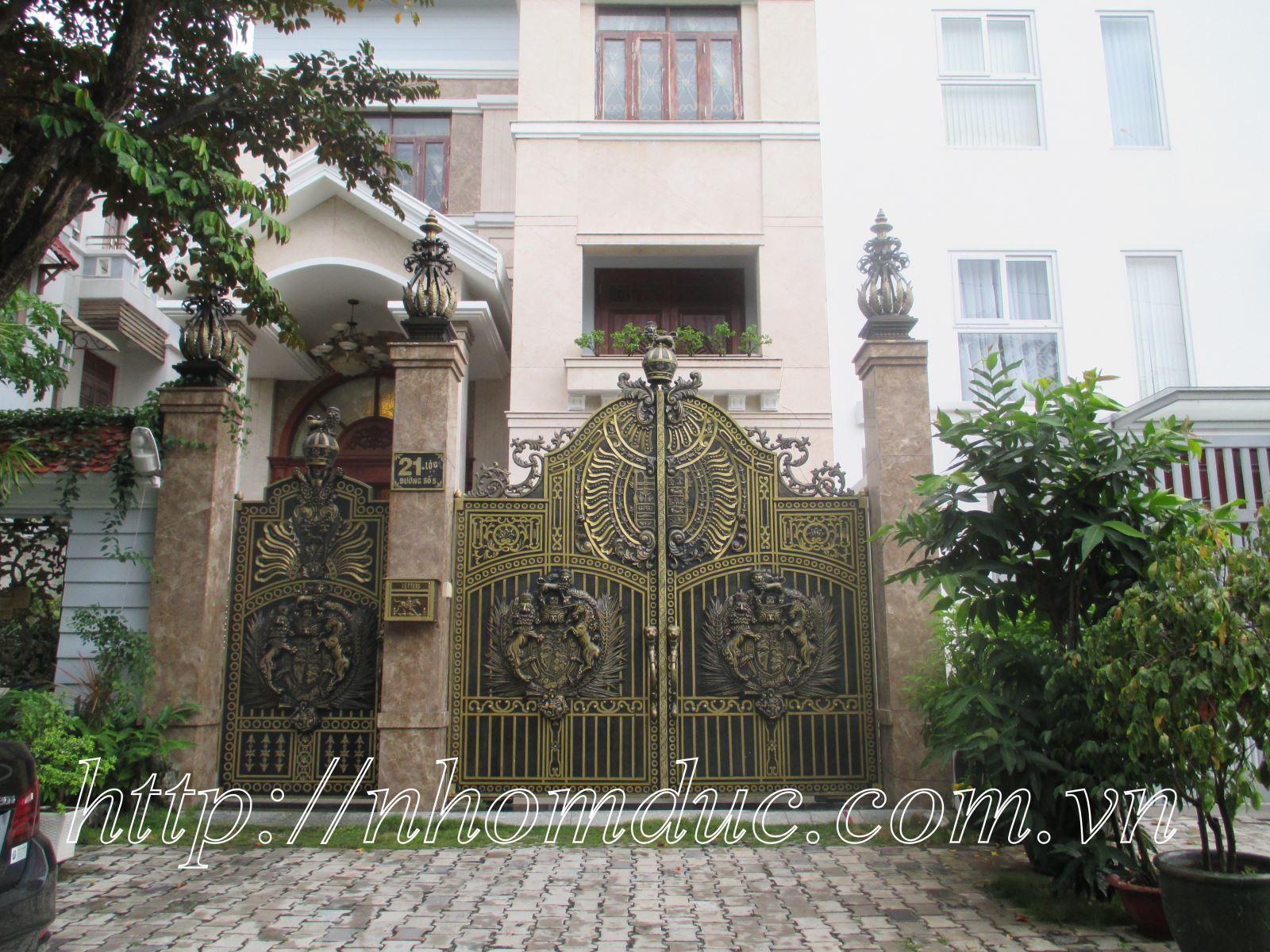 Cổng biệt thự nhôm đúc xu hướng 2018, Cổng nhôm đúc đẹp, các mẫu cổng nhôm đúc đẹp Fuco được khách hàng sử dụng 2017 và năm 2018 tại Việt Nam