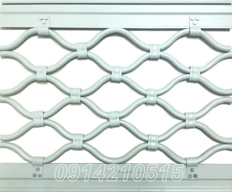 cửa cuốn mắt võng sơn tĩnh điện được sản xuất từ thép kẽm với lớp sơn tĩnh điện