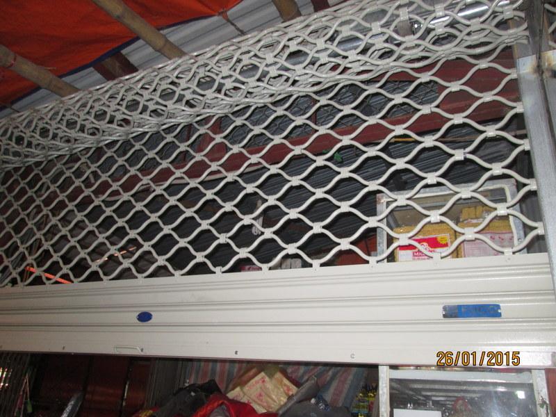 Cửa cuốn lưới mắt cáo Inox 304, Thép sơn tĩnh điện