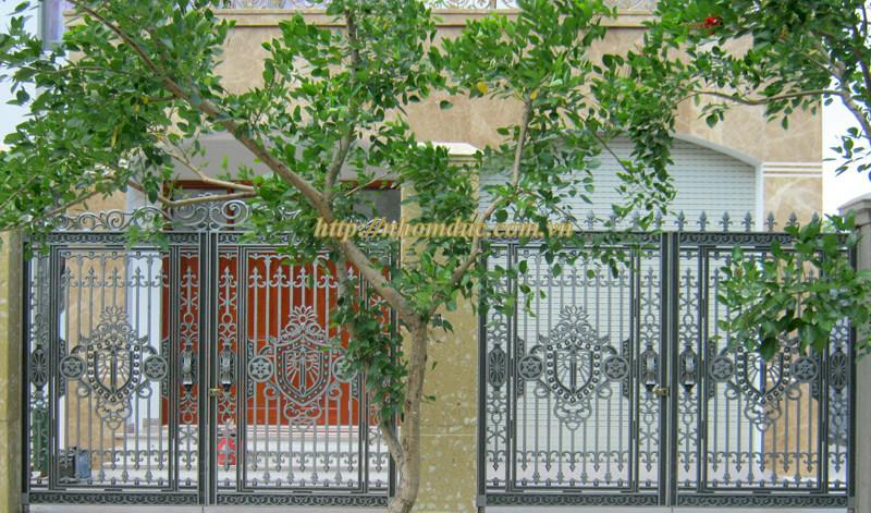 Mẫu cửa nhôm đúc GAT 106, Cửa cổng nhôm đúc Fuco mẫu mã đẹp, sản xuất công nghện Nhật Bản, sơn tĩnh điện cao cấp. Cửa cổng nhôm đúc chất lượng