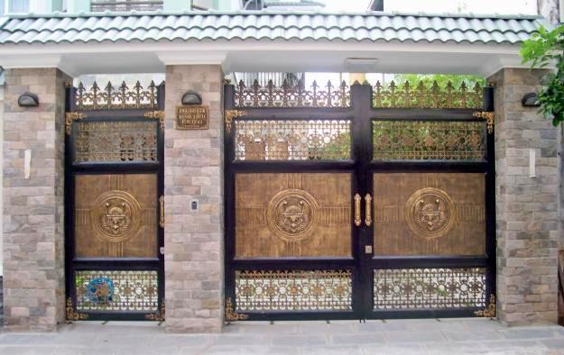 Cửa cổng hợp kim nhôm đúc ghép khung Inox
